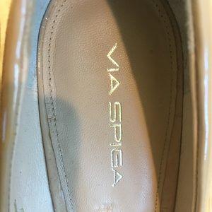 Via Spiga patent leather nude wedges